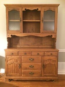 Beautiful vintage solid maple hutch