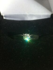 Beautiful white gold  woman's engagement ring