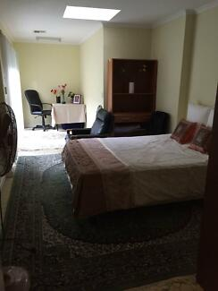 A Queen(or twin) room for rent in great location in Ashwood Ashwood Monash Area Preview
