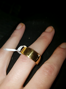 Gold Filled Unisex Ring, Comes in gift box.also got wit Batman Hocking Wanneroo Area Preview