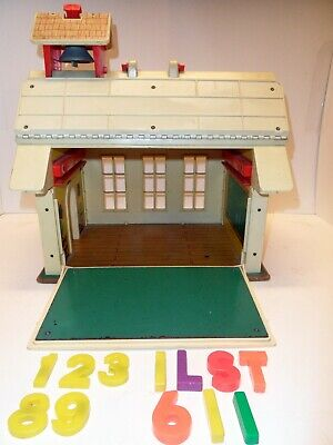 xlf13 FISHER PRICE LITTLE PEOPLE SCHOOL HOUSE # 923, VINTAGE 1971