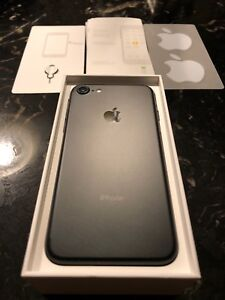 iPhone 7 32GB 10/10 Condition LOCKED to Fido