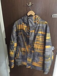 Rome snowboard jacket size small