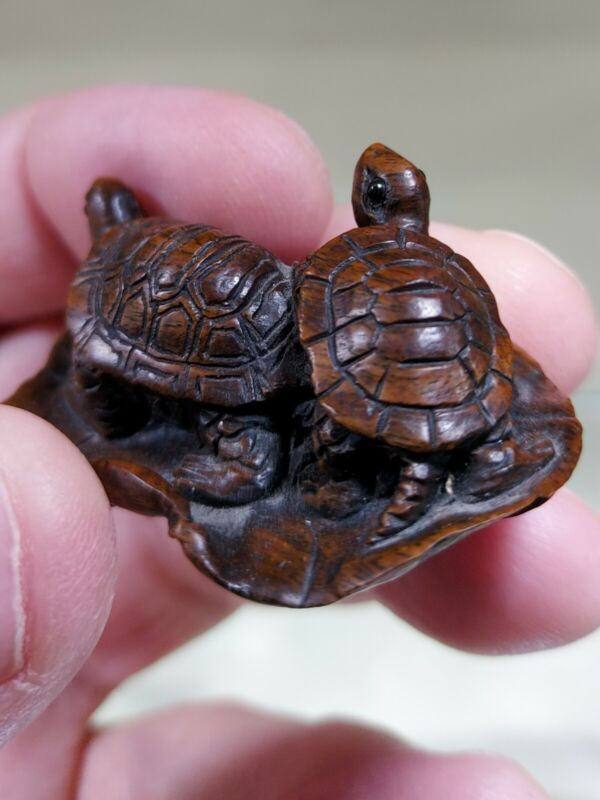 OLD JAPANESE OKIMONO TURTLES ( NETSUKE )