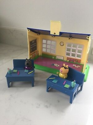 Peppa Pig School House and Figures
