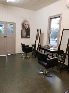 Hairdresser - rent a chair