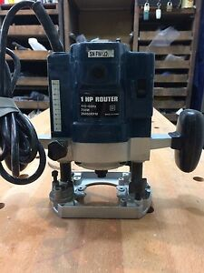1 HP no name Plunge Router
