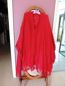 100% Alpaca wool poncho - new - never worn @Maitland Aberglasslyn Maitland Area Preview