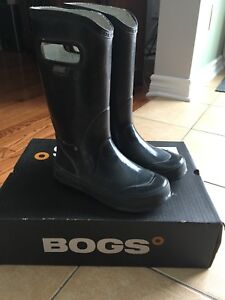 Kids size 2  boots - Kamik and Bogs