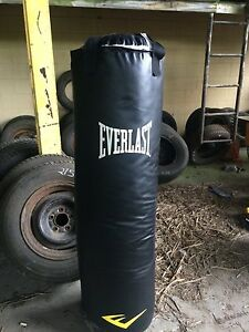 Everlast 150 lb Heavy Weight Punching  Bag. ..Brand New