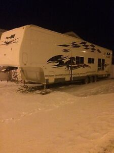 Cheap cheap 2007 gearbox toy hauler first 27000$$ takes it