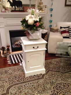 BEAUTIFUL SOLID WHITE PAINT TIMBER BEDSIDE TABLE Manly Vale Manly Area Preview