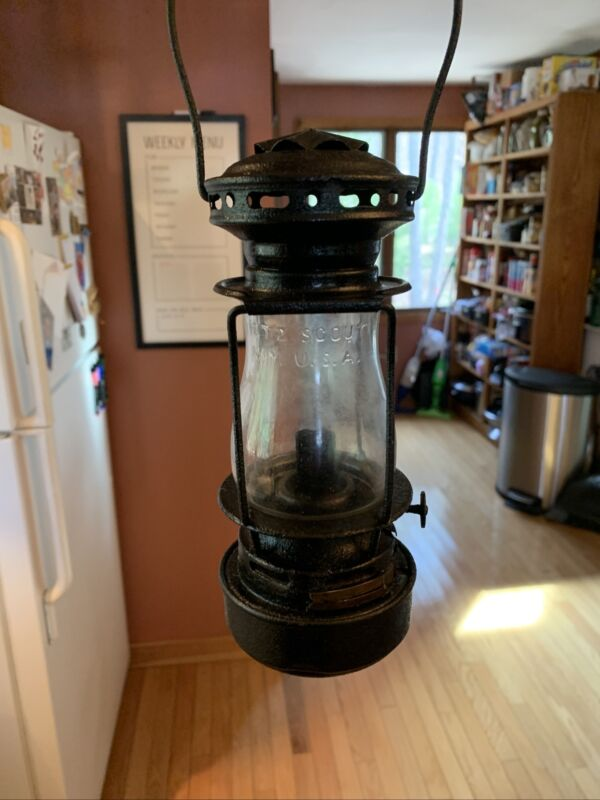 1914 DIETZ SCOUT Skaters Lantern with DIETZ SCOUT Embossed Globe Great Condition