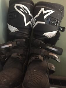 dirt bike boots and chest protector