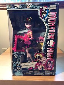 "NEW :: Monster High ""Draculaura"" Barbie"
