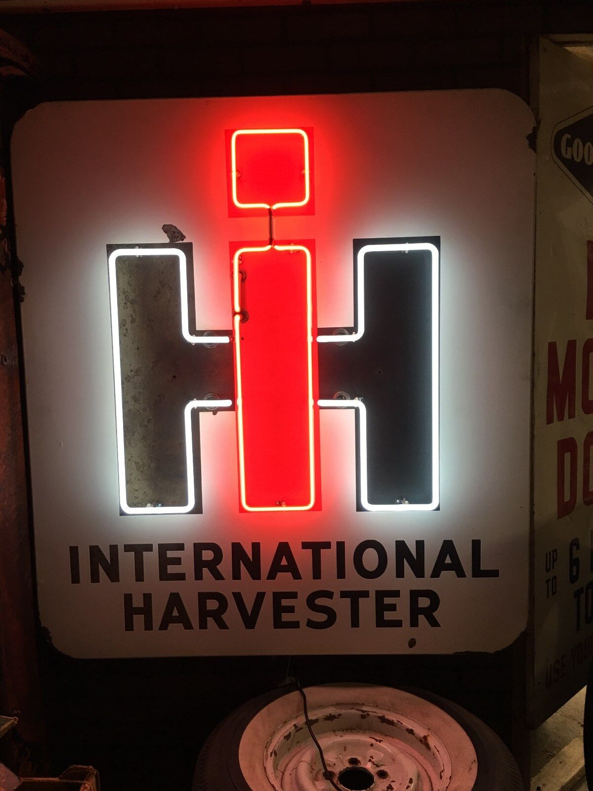 ORIGINAL NEON VintaGe INTERNATIONAL HARVESTER IH PORCELAIN SIGN Tractor Farm AG