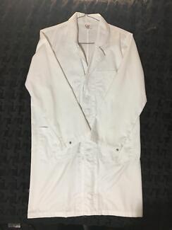 White lab coat (size small)