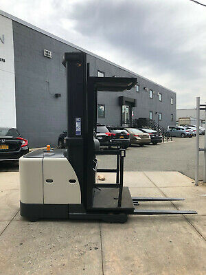 Crown Sp3220-30 Electric Stock Picker Order Picker Forklift Very Low Hours-