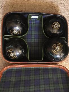 Lawn bowls set. Henselite EVO  Size 4.