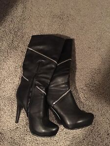 Women's Black Fashion Boot Size 8 (worn once)