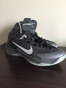 Men's basketball shoes. Nike size 11.5