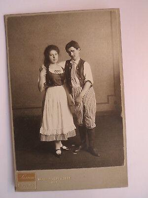 Würzburg - junges Paar in Verkleidung - Mann und Frau ? Wohnung ? Zimmer ? / KAB