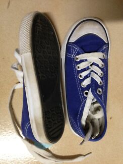Sz 10 young boys shoes