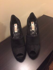 Beautiful Peeptoe Heels Sz 9