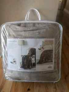 Morgan and finch mink blanket throw queen size Mullaloo Joondalup Area Preview