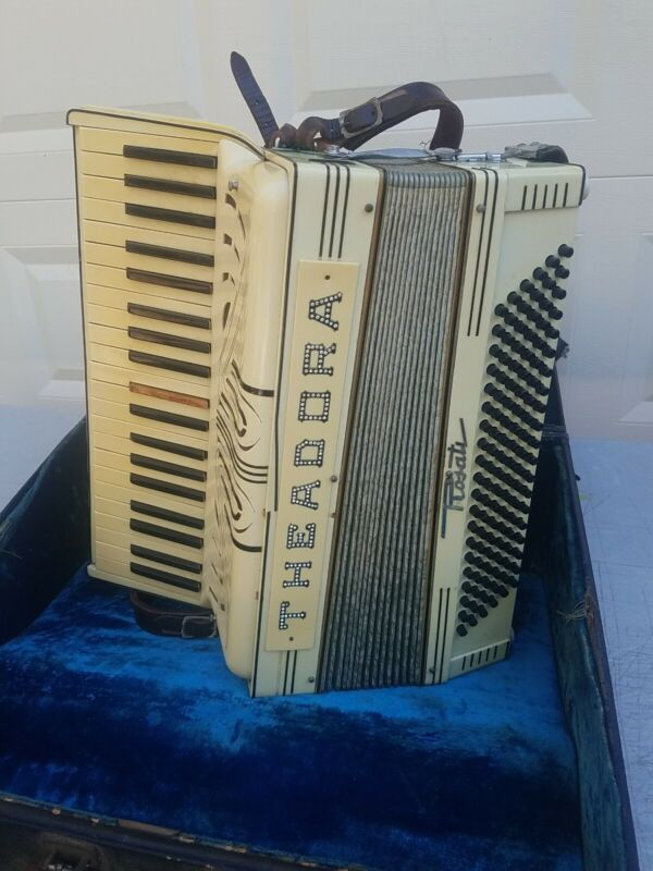 Rosati Italy Piano Accordion 120 button w/ Case
