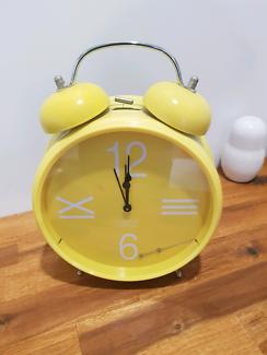 Free large yellow clock