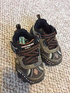 Size 7 toddler Skechers sneakers