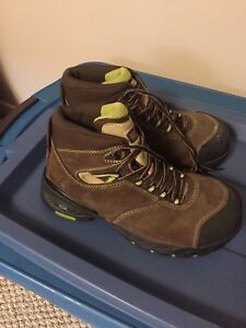 Composite toed hiking boots CSA approved. So 9.5