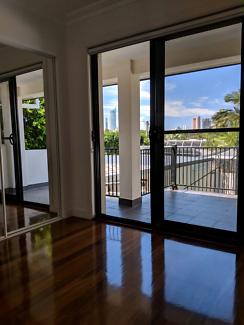 Queensize room Broadbeach with balcony + city skyline view