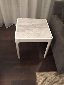 Marble end tables from STRUCTUBE / Tables d'appoint en marbre