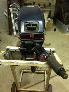 15 HP Evinrude motor. Parap Darwin City Preview
