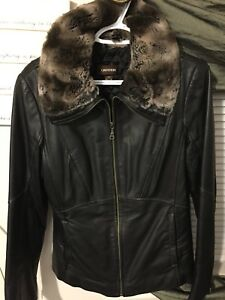 ~BLK Danier ladies leather coat ~