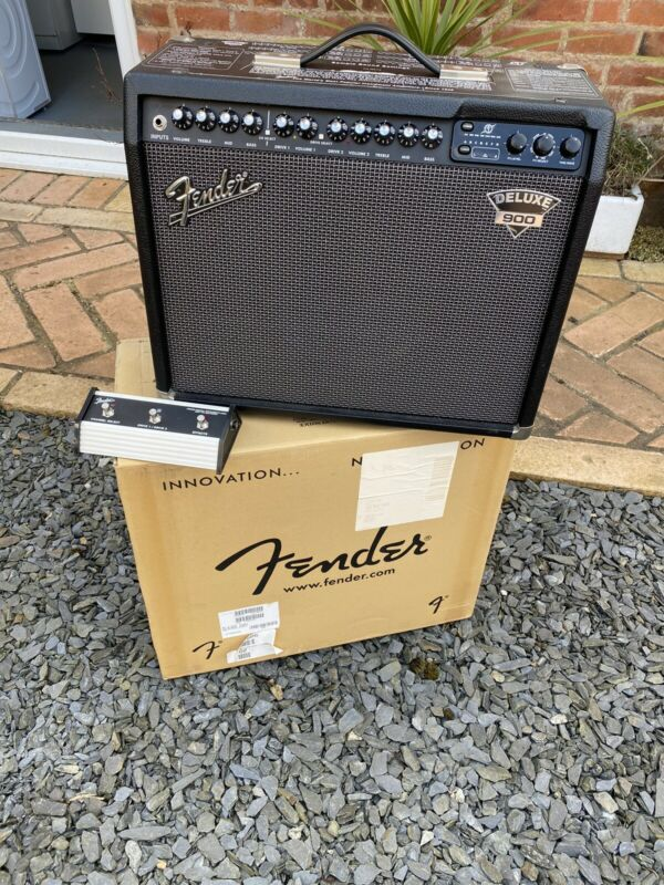 Fender Deluxe 900 guitar amp with footswitch - Used but well-loved!