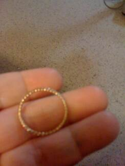 GOLD PLATED KNOTTED RING BIT PUSHED OUT OF SHAPE 15 YRS OLD Kotara Newcastle Area Preview