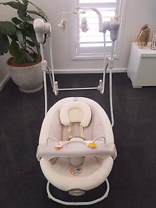 Baby swing and bouncer.. all in one... Killarney Vale Wyong Area Preview