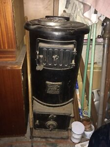 Gurney Rockland 602 antique wood stove