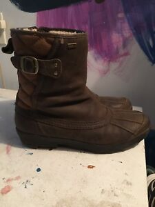 Ladies size 9.5 Ugg Australia zip boot