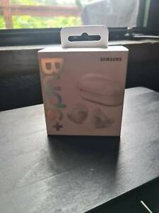 Samsung Buds   White ear buds wireless headphones