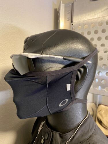 NEW! Oakley FITTED FACE MASK LITE Blackout Reflective Display Hat Cap (XS)