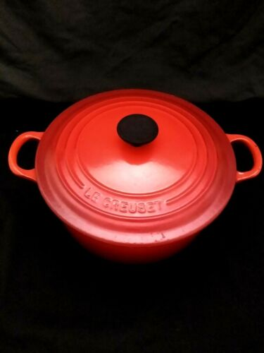 Le Creuset Round Dutch Oven - Red #22
