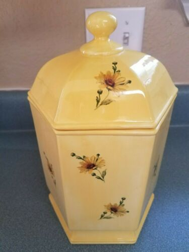 ❤️ Vintage Hand Painted Ceramic Cookie Jar Hexagon Yellow with Daisies Daisy