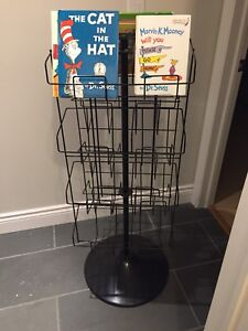 Spinning wire book display