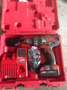 Milwaukee hammer drill m18 and charger