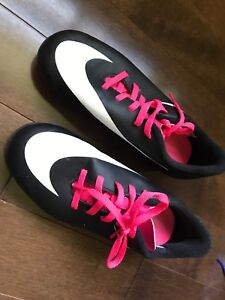 Soccer cleats size 1 youth Nike