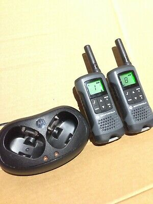 MOTOROLA TLKR T60Z x 2 WALKIE TALKIE RADIO FREE CALL RANGE About 2 Miles In City